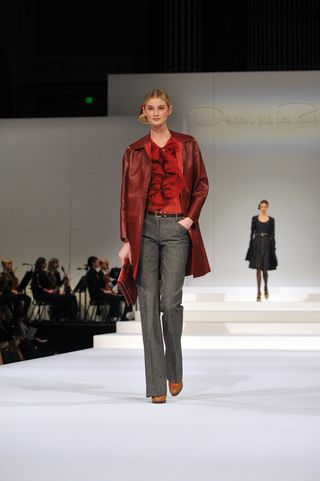 PeytonHoge-Garnet leather coat & silk blouse blk denim pants