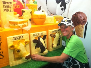 Sarah-and-Cows-at-state-fair