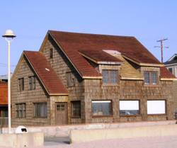 Wood_shingle_home_on_the_strand_2