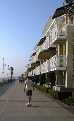 Beach_house_skateboarder